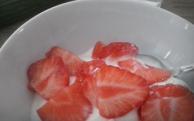 Griekse yoghurt met aardbeien